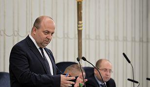 Minister Łukasz Piebiak blisko przez dwie godz. odpowiadał na pytania senatorów.
