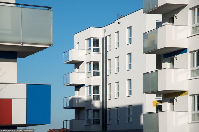 Wielkopolska. 7-letnie dziecko wypadło z balkonu (zdj. ilustr.)