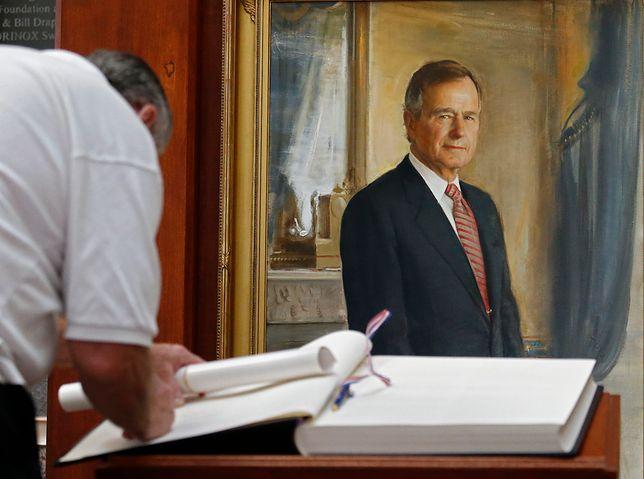 Księgi kondolencyjne wyłożono w instytucjach w wielu miastach, m.in. w George Bush Presidential Library & Museum w College Station
