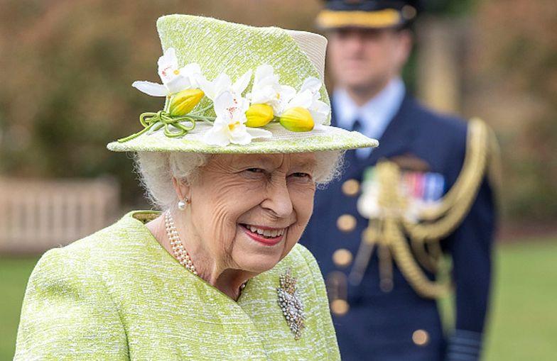 """Pierwsze wyjście królowej od miesięcy. """"Tym ścigacie Rosjan?"""""""