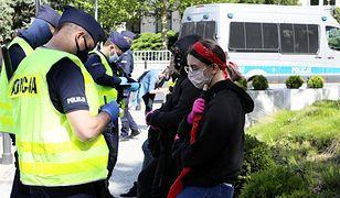 Koronawirus. Policja w ciągu doby wystawiła ponad 3,5 tysiąca mandatów za brak maseczki