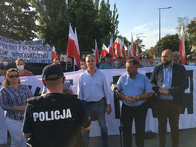 Piątka dla zwierząt. Rolnicy manifestują w Warszawie