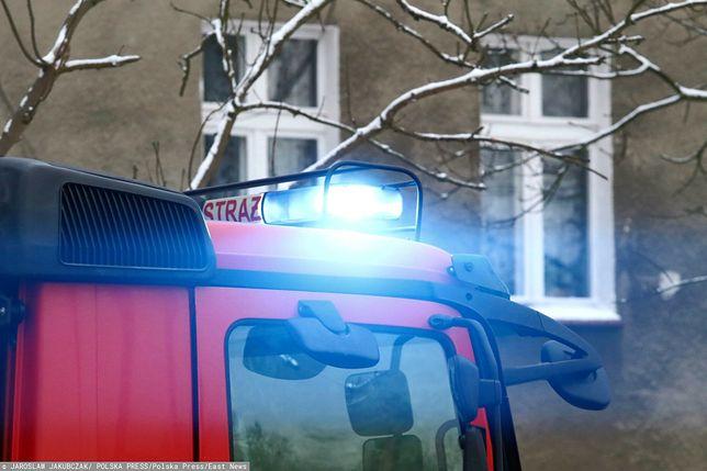 Kraków. Ogniem zostało objęte mieszkanie na drugim piętrze trzykondygnacyjnego budynku (JAROSLAW JAKUBCZAK)