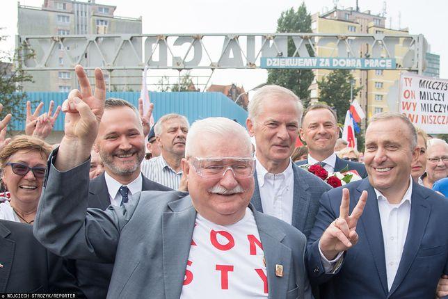 Lech Wałęsa w Stoczni Gdańskiej (w tle Grzegorz Schetyna, Sławomir Rybicki i Jarosław Wałęsa) - zdj. arch.