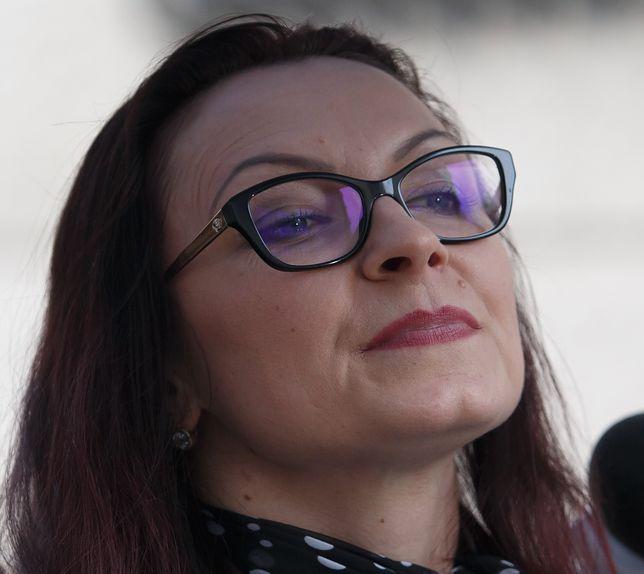 """""""Anno przeproś za te głupie zdjęcia"""". Polska Parafialna gani Annę Kamińską za sesję w """"Super Expressie"""""""