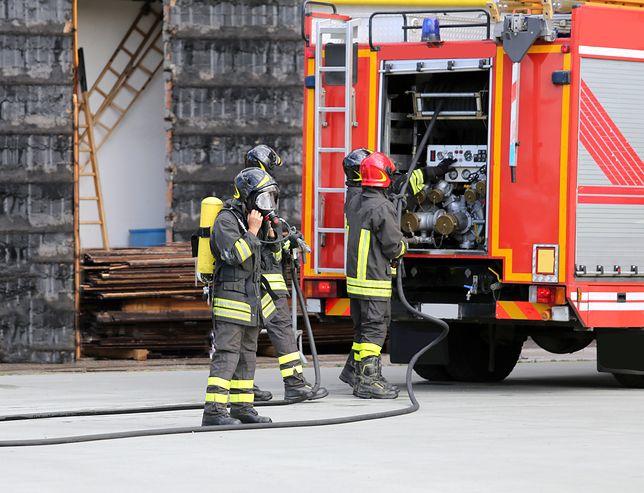 Strażacy relacjonują, że zadymienie podczas pożaru było bardzo duże