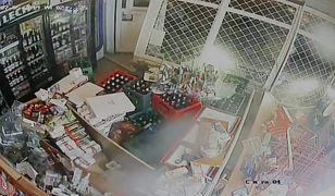 Wjechała samochodem do sklepu i ukradła alkohol. Szkody wyniosły 20 tys. zł