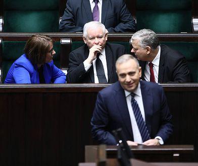 Grzegorz Schetyna, za nim Jarosław Kaczyński
