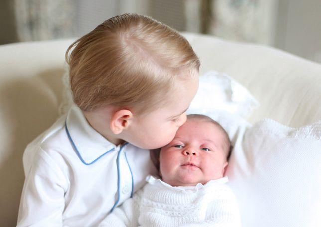 Pierwsze zdjęcia księcia Jerzego z księżniczką Charlotte