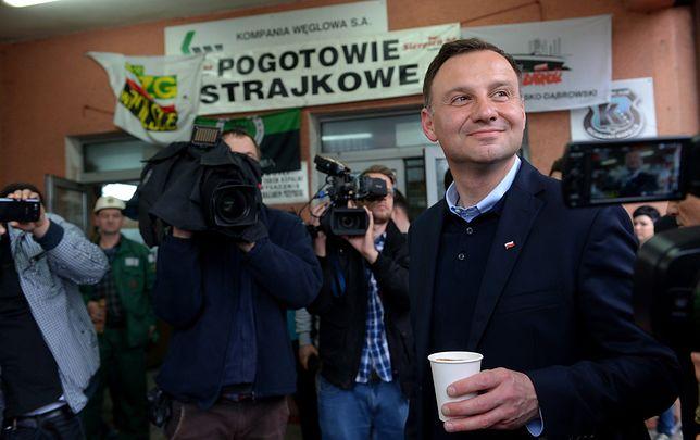 """Boty w kampanii Andrzeja Dudy. Opozycja grzmi: """"Unieważnić wybory"""". PiS wycisza temat"""