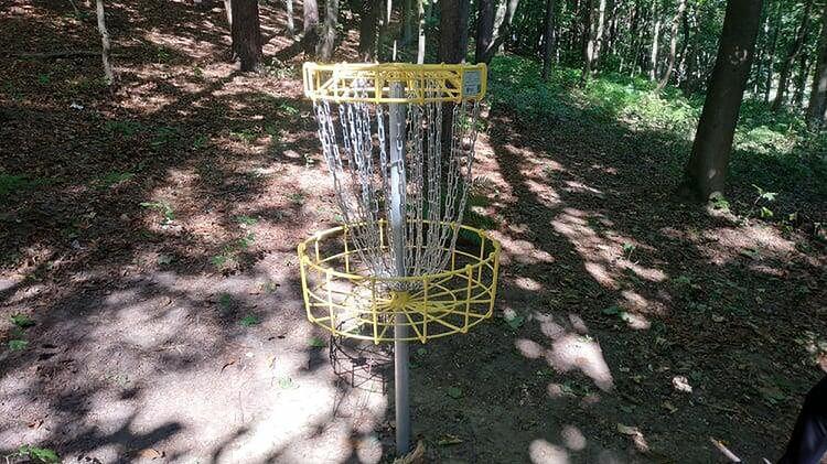 Pole do disc golfa w parku na Jaśkowej Dolinie jest gotowe na otwarcie