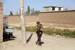 Makabra w Afganistanie. Talibowie powiesili ciała przestępców na dźwigach