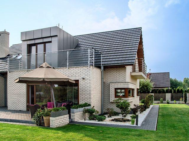 Nowoczesny dom z elewacją z cegły klinkierowej