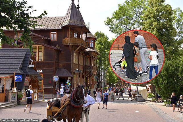 Arabowie obchodzący święto Id Al Adha obdarowują dzieci i ubogich (na zdjęciu Krupówki i turyści z Bliskiego Wschodu na rynku w Warszawie)