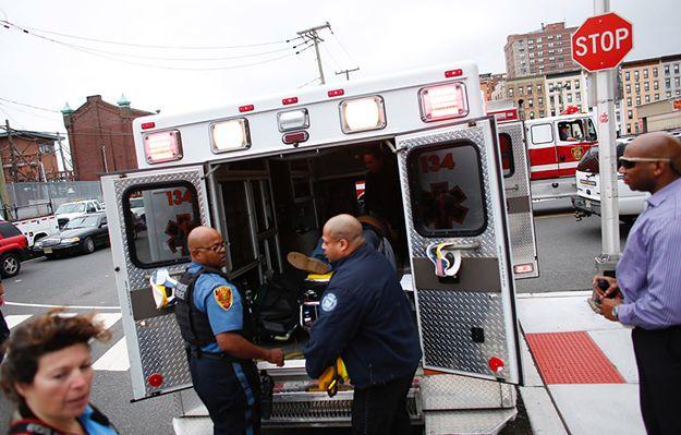 Pociąg uderzył w stację kolejową w New Jersey. Jedna osoba nie żyje, a 65 jest rannych