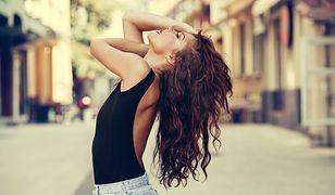Długie włosy można splatać w fantazyjne warkocze lub upinać w eleganckie koki