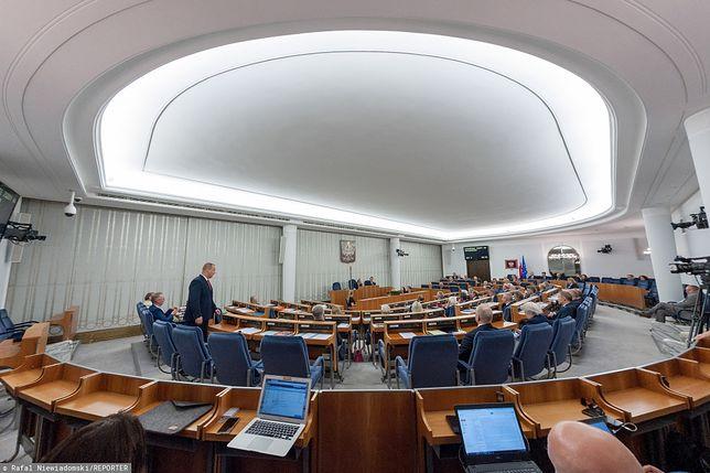 PiS stara się przyciągnąć na swoją stronę dwóch senatorów opozycji