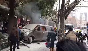 Bus przewożący butle z gazem wjechał w tłum w Szanghaju