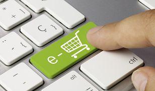 Konsumenci szukają oszczędności, kupując online