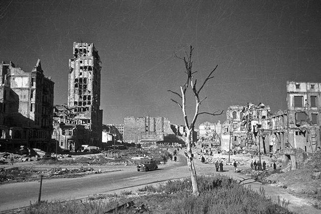 Warszawa odbudowana czy wybudowana? (SPACER)