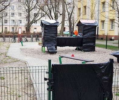 Warszawa. Jeden z zabezpieczonych placów zabaw na Żoliborzu.