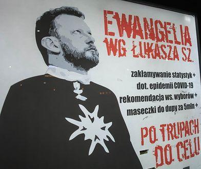 """Łukasz Szumowski trafił na plakaty. Latem """"takich akcji ma być więcej"""""""
