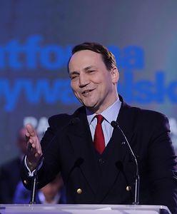 """""""Zmieszczą się, śmiało"""". Kontrowersyjny żart Radosława Sikorskiego"""