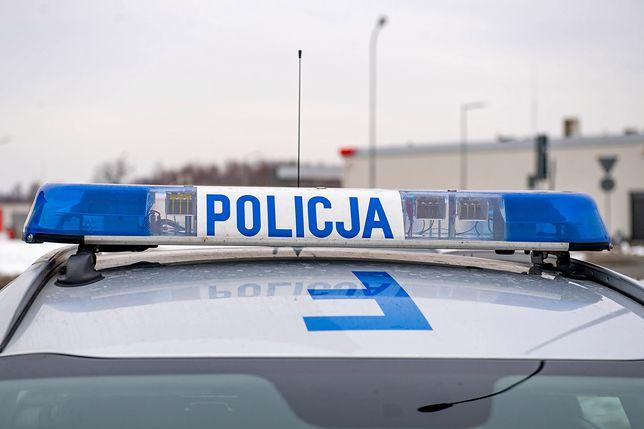Auto potrąciło dwie osoby idące chodnikiem