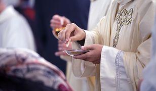 """Jacek Karnowski twierdzi, że uczestnictwo we mszy jest formą """"wsparcia"""" dla księży"""