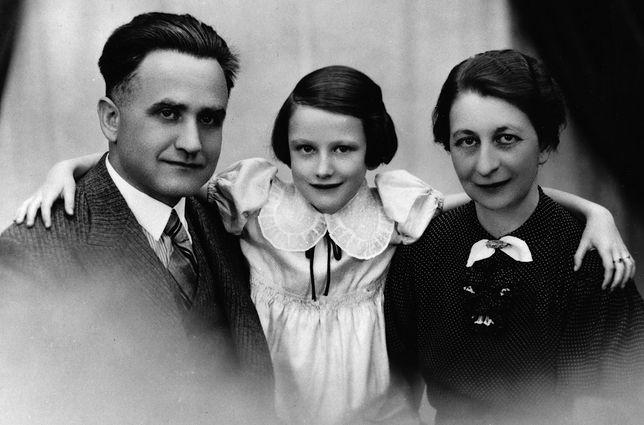 Mała Zuzanna z rodzicami