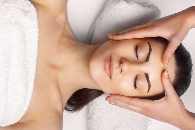 Dobrym sposobem na ćwiczenie mięśni twarzy jest masaż