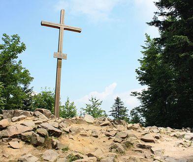 Łysica nie jest już najwyższym szczytem Gór Świętokrzyskich. Jest nim Skała Agaty, licząca 613 m i 96 cm