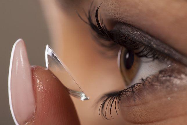 Soczewki kontaktowe modyfikują skład flory bakteryjnej oka