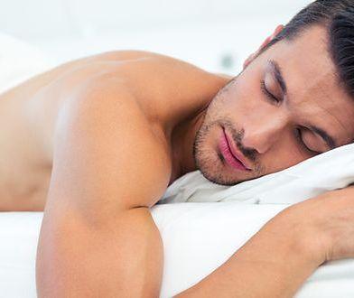 Dlaczego mężczyźni powinni spać nago?