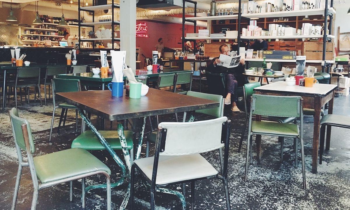 Wnętrze restauracji, ilustracja poglądowa