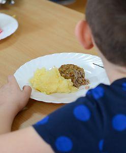 Co z darmowymi obiadami w szkołach? Zastępcza pomoc nie zawsze jest dostępna