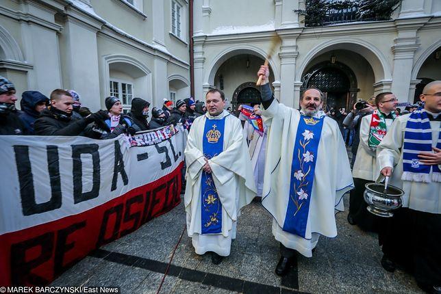 Podczas patriotycznej pielgrzymki kibiców doszło do awantur i rękoczynów