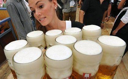 Zaczyna się Oktoberfest. Coraz droższe piwo nie powstrzymuje turystów