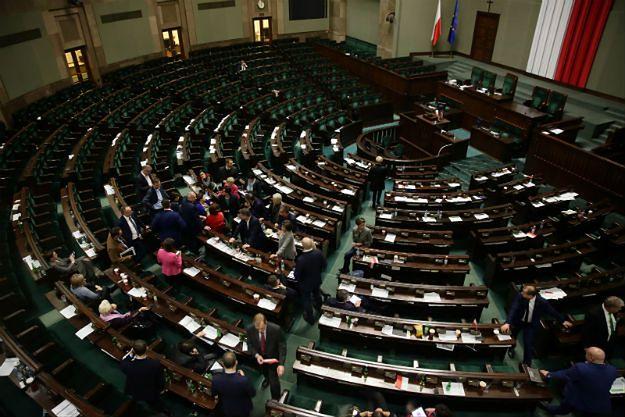 Posiedzenie sejmu w Sali Kolumnowej: marszałek Sejmu nie słyszy opozycji