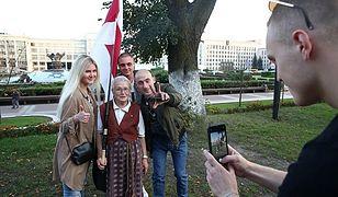 Białoruś. 73-letnia Nina Bahińska została zatrzymana podczas pokojowego marszu w Mińsku
