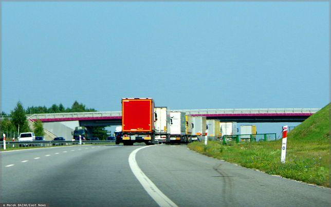 Tragiczny wypadek na A2 niedaleko Rzepina. BMW wbiło się w naczepę (zdjęcie ilustracyjne)