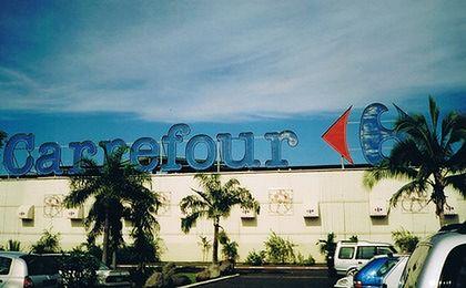 Carrefour traci na zamachach. Juan i real wpłynęły na wyniki