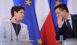 Wicepremier Beata Szydło i szef KPRM Michał Dworczyk (P) podczas konferencji prasowej nt. strajku nauczycieli, 8 bm. w Warszawie. (PAP)