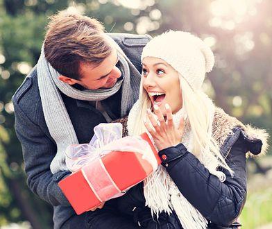 Jeśli nie masz pomysłu na prezent dla ukochanej, możesz wybrać eleganckie czekoladki