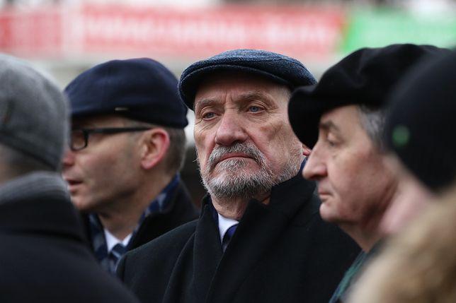 """""""To była trudna decyzja"""". Ważny polityk PiS odsłania kulisy odwołania Macierewicza"""