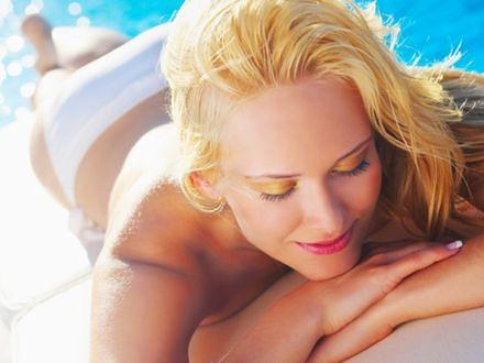 Opalanie topless wzbudza kontrowersje