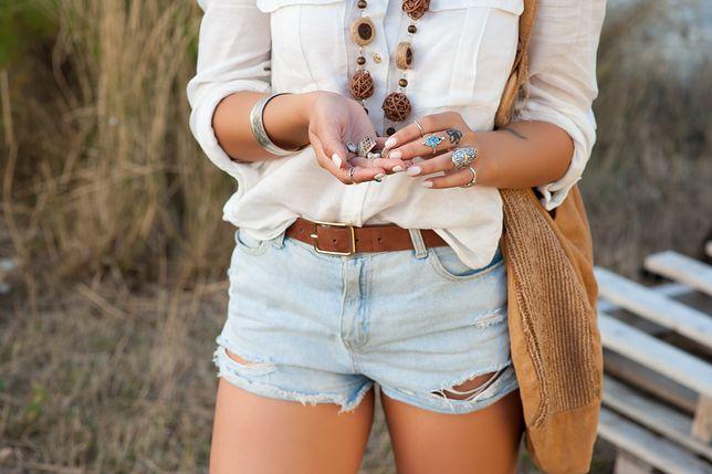 Jak nosić szorty, by nie popełnić modowego faux pas? Wybraliśmy bezpieczne i stylowe modele
