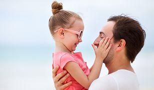 Jak ojcowie zwracają się do swoich synów, a jak do córek?