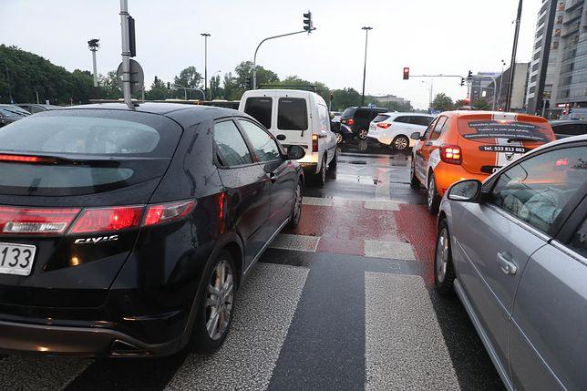 Warszawa. W poniedziałek centrum miasta było spraliżowane