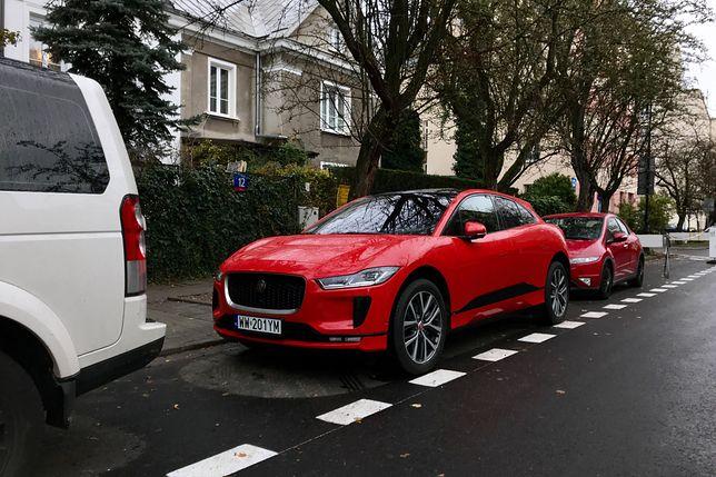 Elektryczny Jaguar I-Pace na ulicach Warszawy